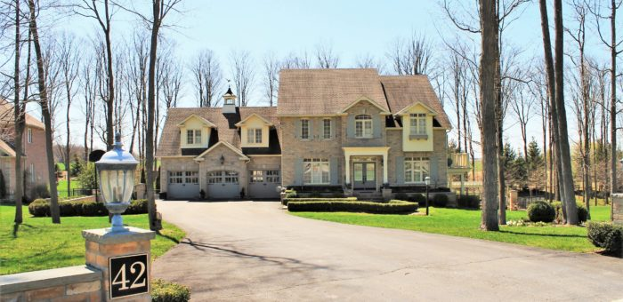 Luxury Home on 1.1 Acres – 42 Meadowland